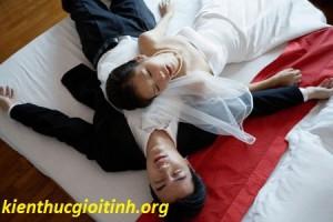 Có kinh nguyệt đúng vào đêm tân hôn phải làm sao???