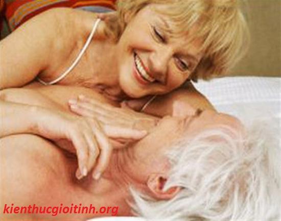 Tần suất quan hệ tình dục theo độ tuổi, so lan quan he tinh duc hop li