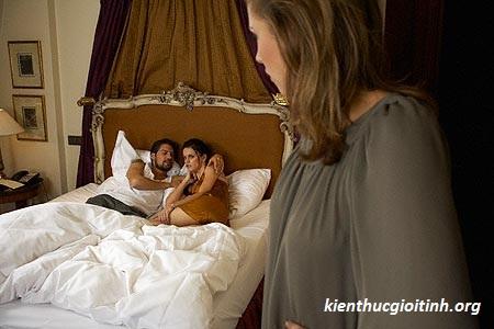 Vợ nghi ngờ chồng ngoại tình nên tạt axit, vo nghi ngo chong ngoai tinh nen tat axit