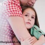 Con gái bị hãm hiếp lại tưởng dậy thì sớm, con gai bi ham hiep lai tuong day thi som
