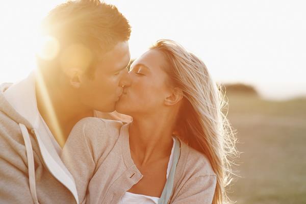 Tác dụng kỳ diệu của nụ hôn có thể bạn chưa biết