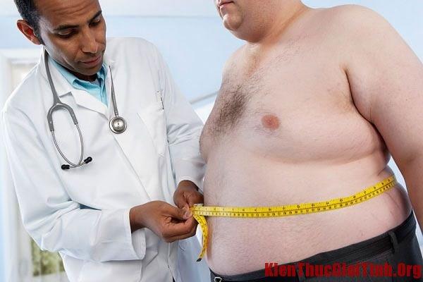 """Béo phì, cân nặng có ảnh hưởng đến kích thước """"cậu nhỏ"""" không?"""