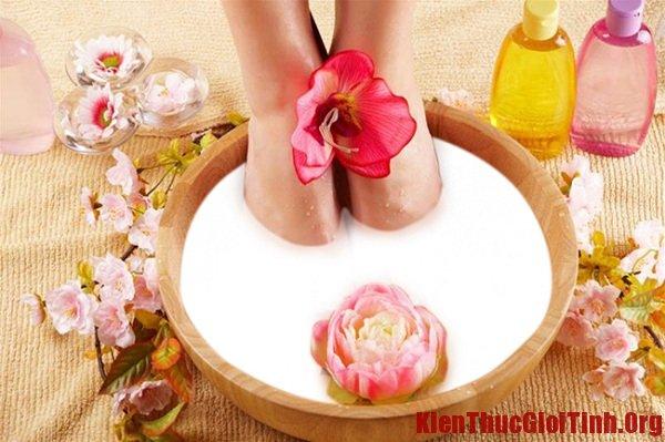 Những phương pháp trị nứt nẻ gót chân mùa đông cực đơn giản, an toàn và hiệu quả