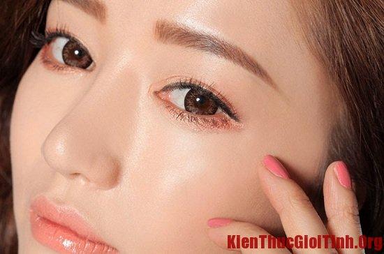 Hướng dẫn trang điểm mắt theo phong cách Hàn Quốc
