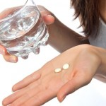 Ra máu màu hồng nhạt sau khi uống thuốc tránh thai khẩn cấp có sao không?