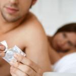Dùng 2 bao cao su quan hệ có khả năng lây nhiễm HIV không?